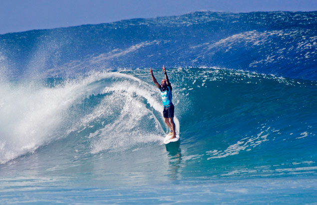 Mick-Fanning-wins-2013-World-Title_Surf-Channel-Photo-Emily-Bates_7335